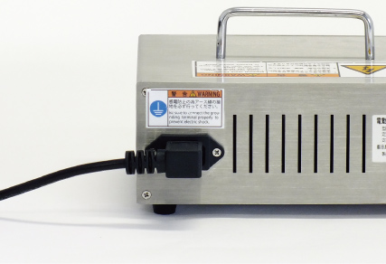 An internal adapter for use around the world, supporting use from 100V to 240V.